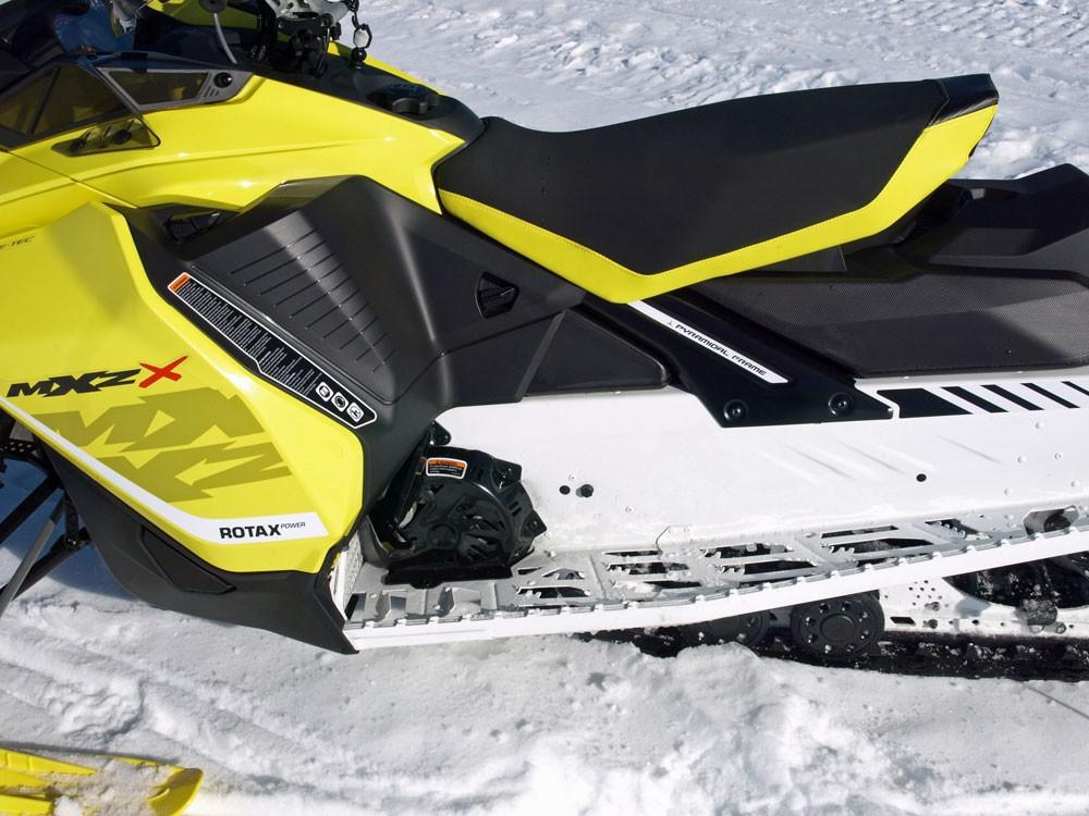 2017 Ski-Doo MXZ X 850 Footwell
