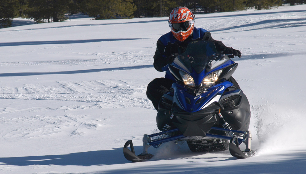 2017 yamaha apex review for Yamaha snow mobiles