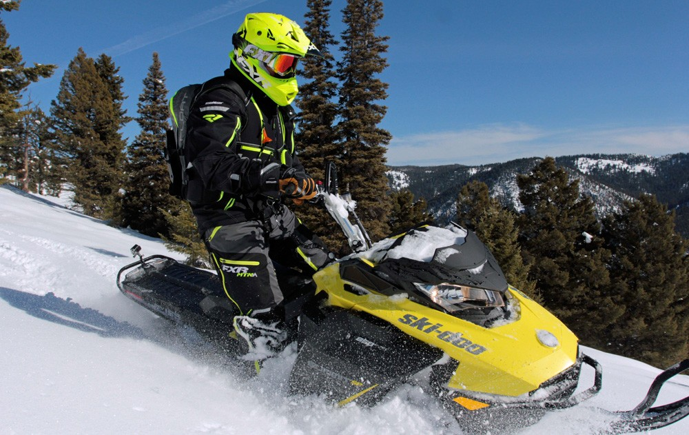2017 Ski-Doo Summit SP 850 Action