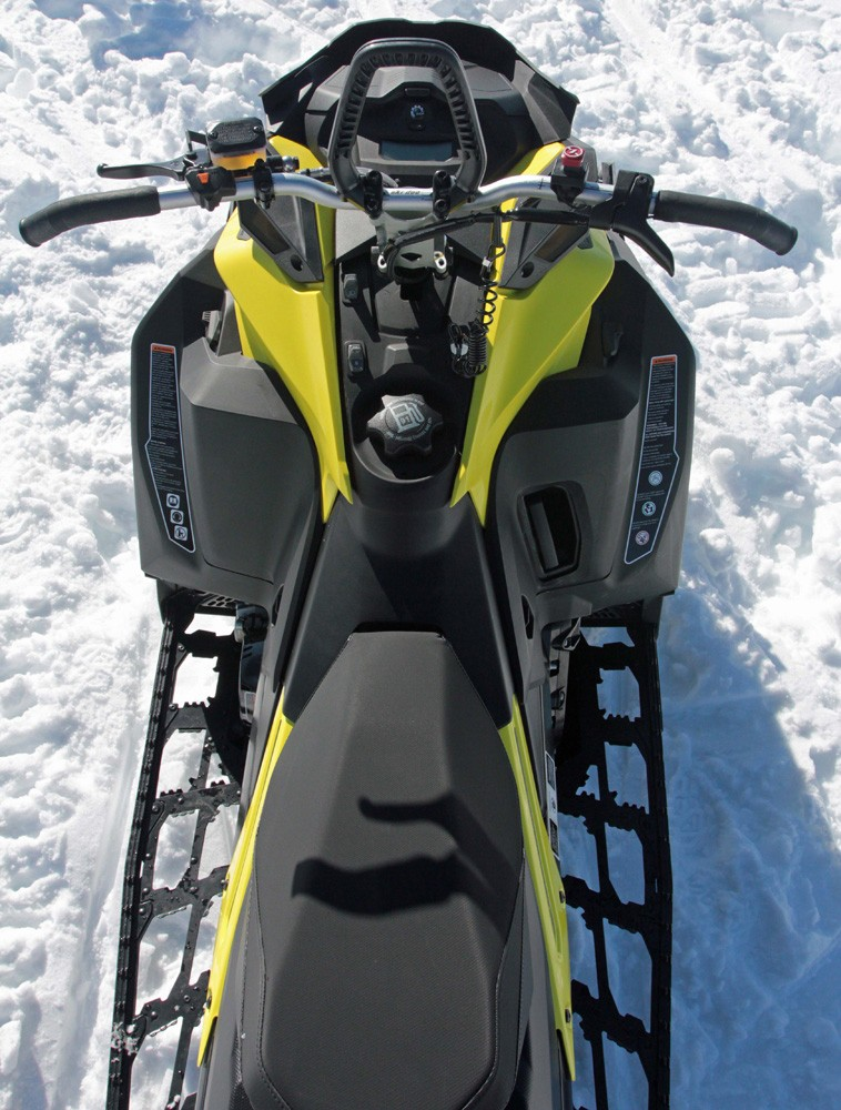 2017 Ski-Doo Summit SP 850 Footwells