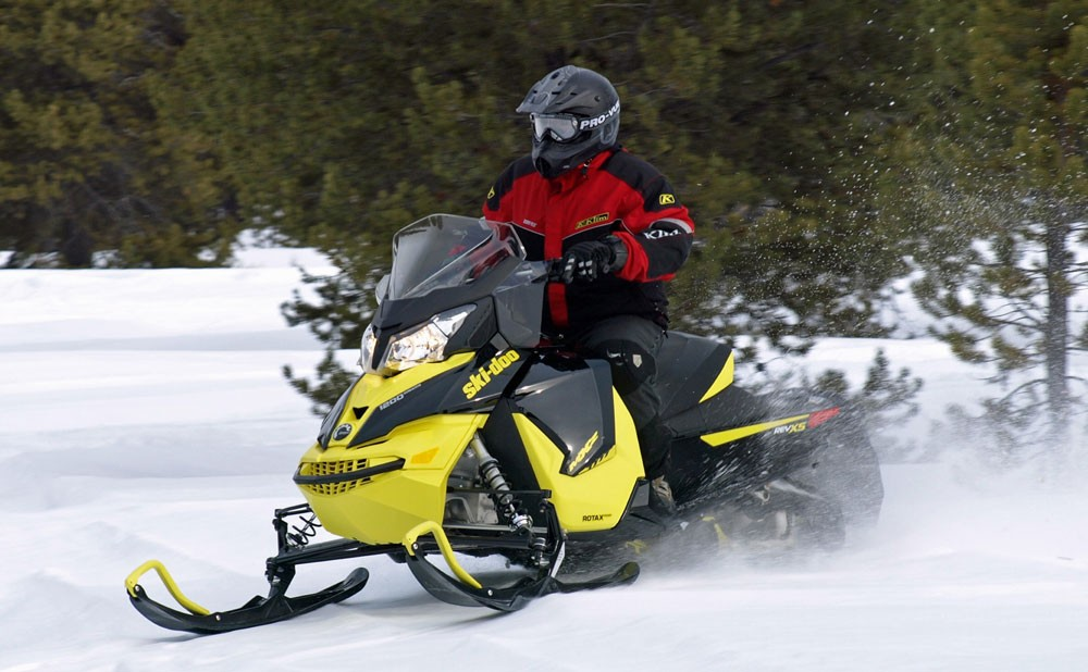 Ski-Doo 1200 MXZ Action