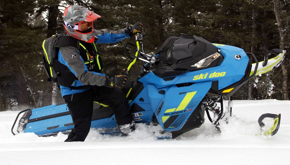 2018 Ski-Doo 850 Summit X 175 Action Sidehill