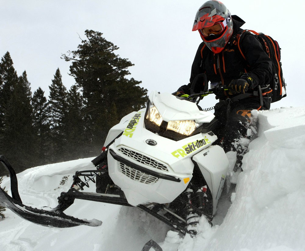 Freeride Snow Mobile : The mountain snowmobiles and deep powder crossovers