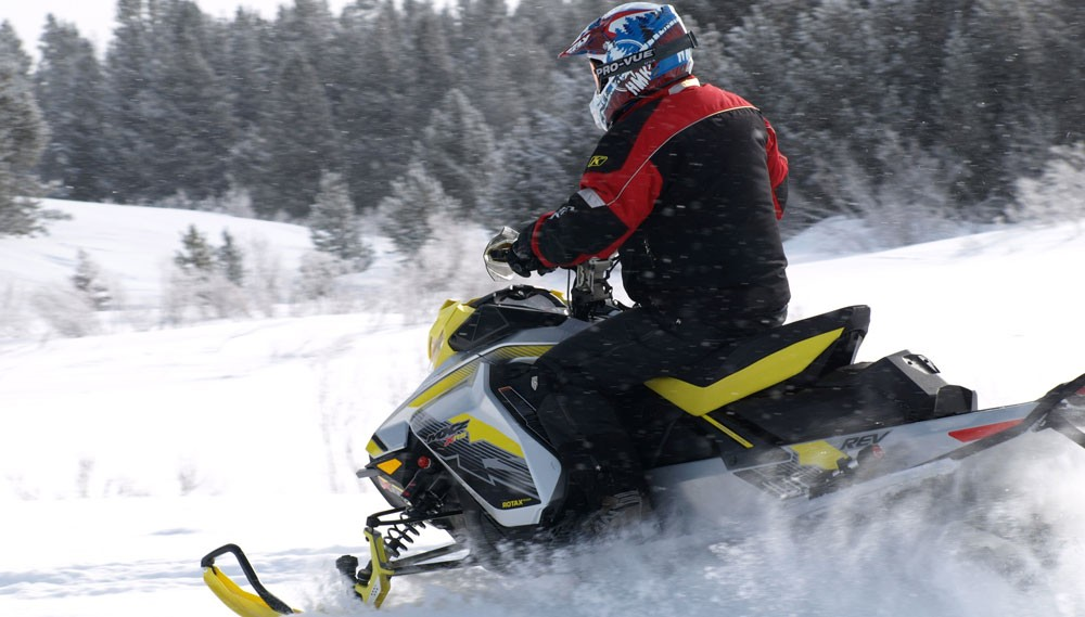 2018 Ski-Doo MXZ X-RS 850 Action Rear