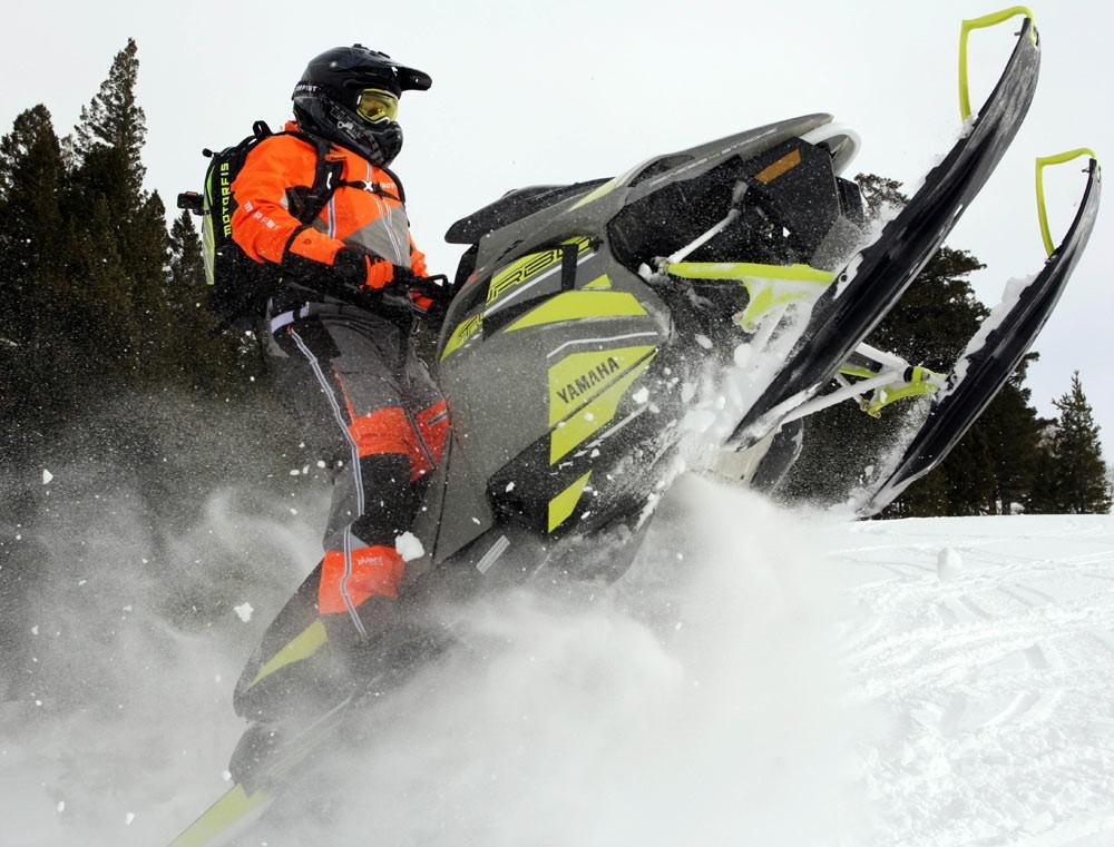 2018 Yamaha Sidewinder M-TX Skis Up