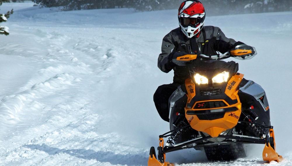 2019 Ski-Doo Renegade X-RS 900 ACE Turbo Action Cornering