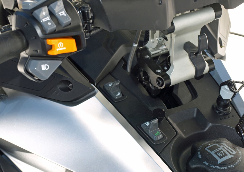 2019 Ski-Doo Grand Touring Limited 900 ACE Turbo Switchgear