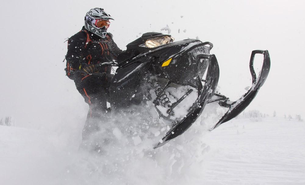 2019 Ski-Doo Summit X 175 Action