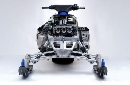 Designed to accommodate the three-cylinder, 4-stroke engine, Yamaha's Deltabox chassis enhances rigidity.