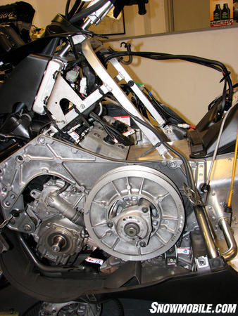 2013-yamaha-nytro-xtx-1-75--sideview-engine_clutch