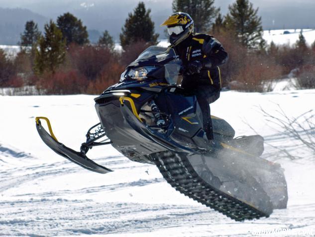 2014 Ski-Doo Renegade 600 E-TEC Action Jump