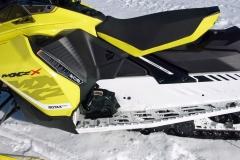 2017-Ski-Doo-MXZ-X-850-Footwell