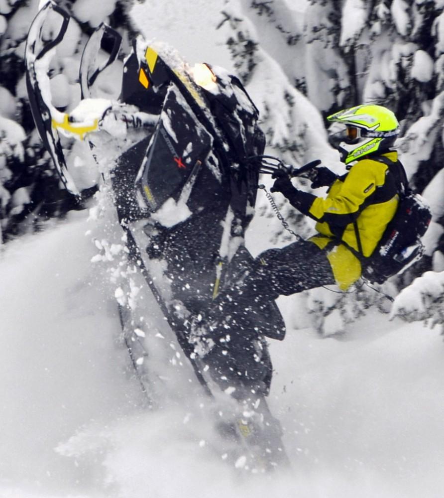 2017 Ski-Doo Summit X Tailstand