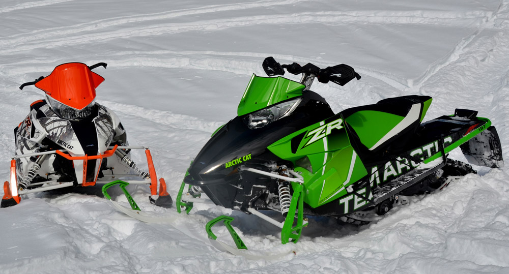Arctic Cat  Snowmobile Red