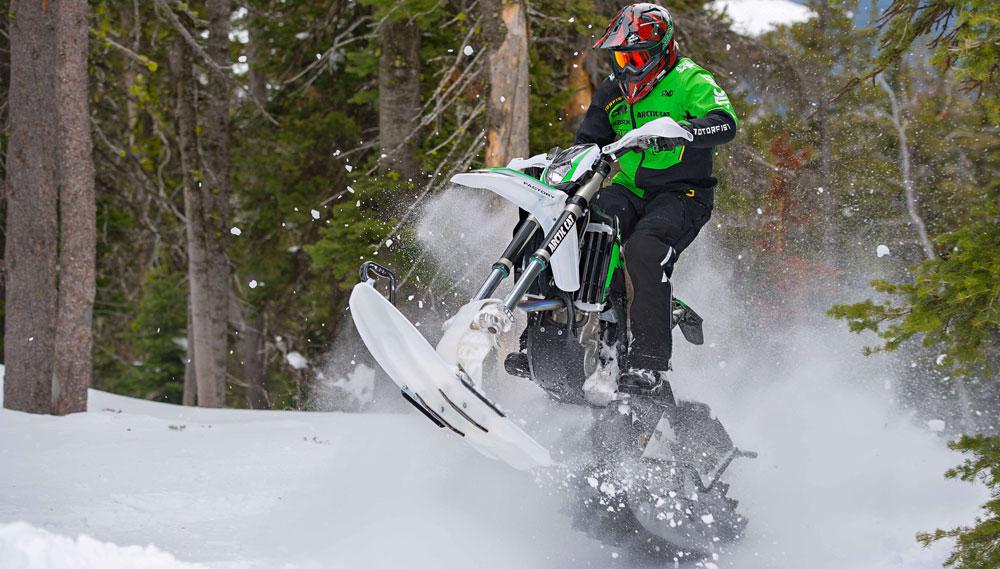 Dirt Bike Snowmobile >> 2017 Arctic Cat Svx 450 Preview Snowmobile Com