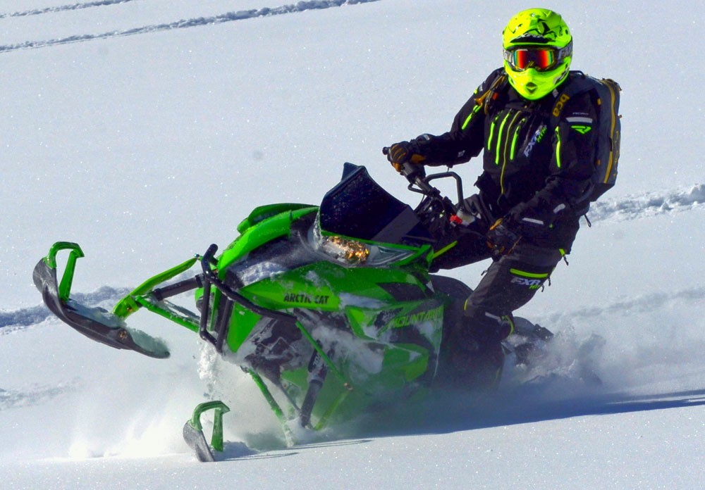 2017 Arctic Cat M 8000 Mountain Cat Action Rolling