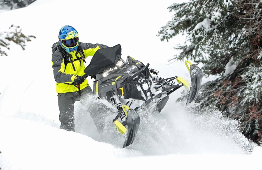 2017 Polaris 800 Pro-RMK 174 Action Skis Up