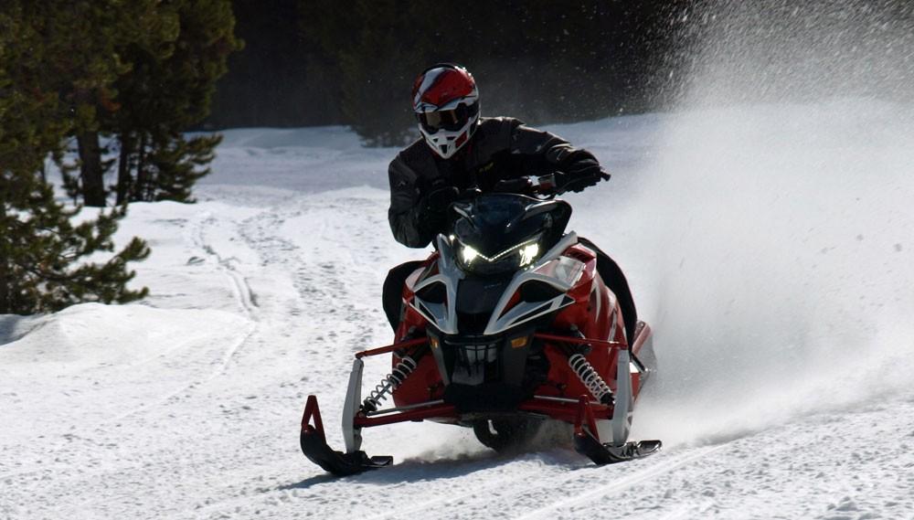 2017 Yamaha Sidewinder LTX Action Cornering