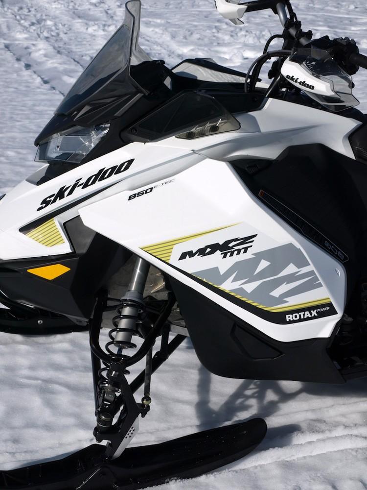 2017 MXZ TNT 850 Side Front