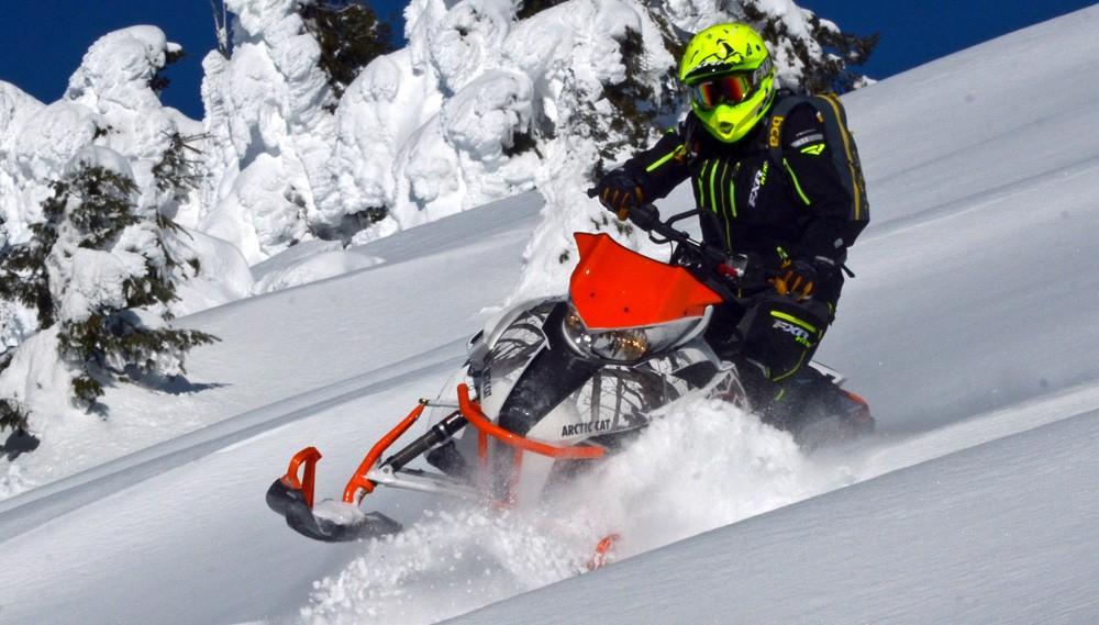 Arctic Cat M8000 Sidehilling