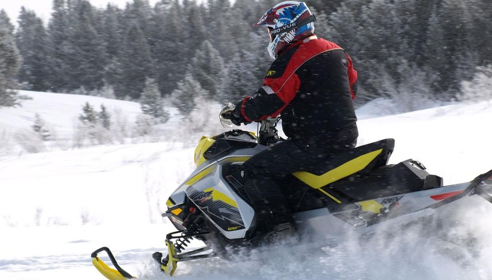 2018 Ski-Doo MXZ X-RS 850 Action Rear