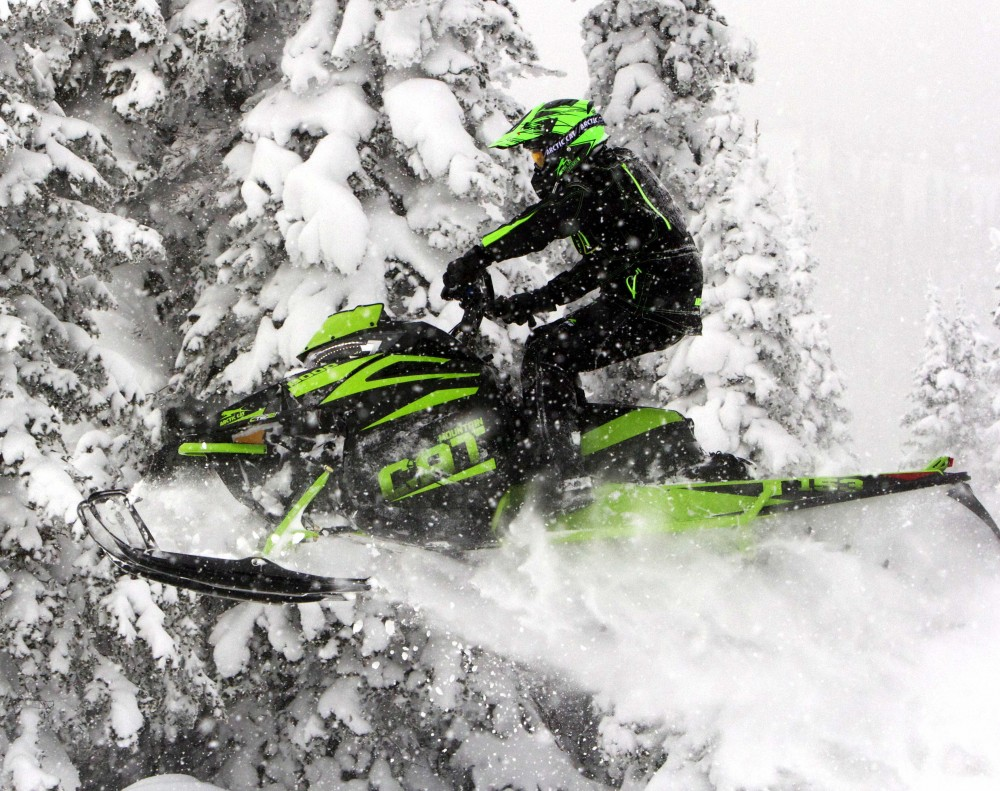 Even on the snowiest days, the Mountain Cat is alive, not one to shy away from harsh conditions. The Mountain Cat for 2018 delivers superb performance from its new motor, new Team clutch configurations and narrow – super narrow – profile.