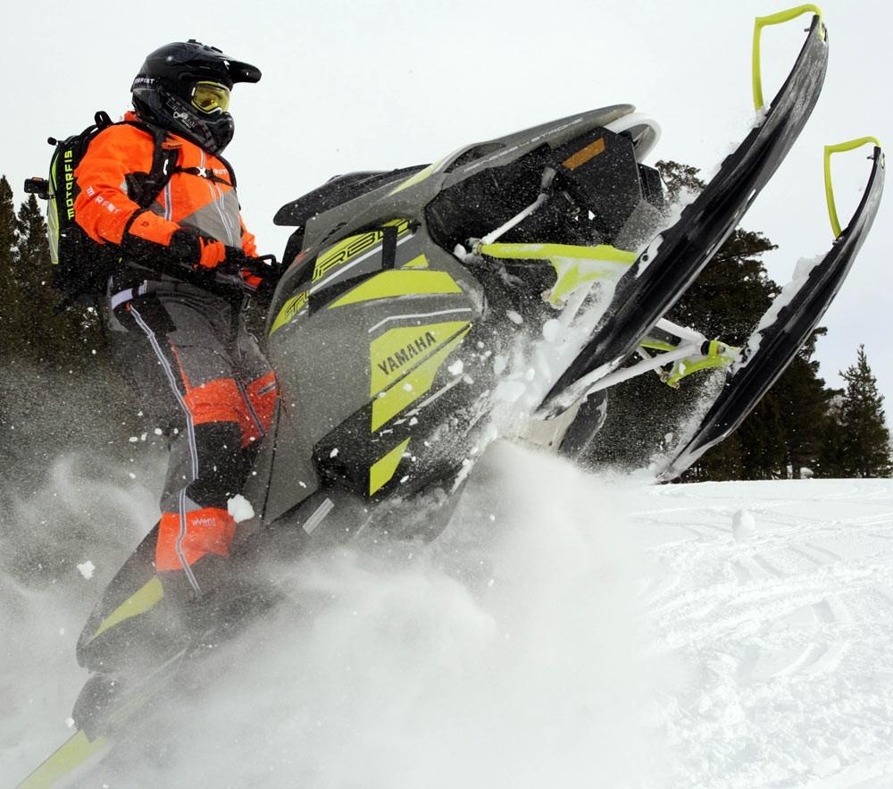2018 Yamaha Sidewinder B-TX Skis Up