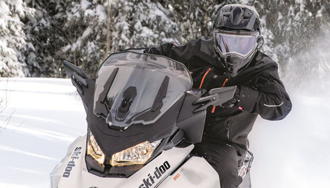 The Enduro EX-2 features heated dual lens shield, retractable tinted sunshade that's interchangeable, and more.
