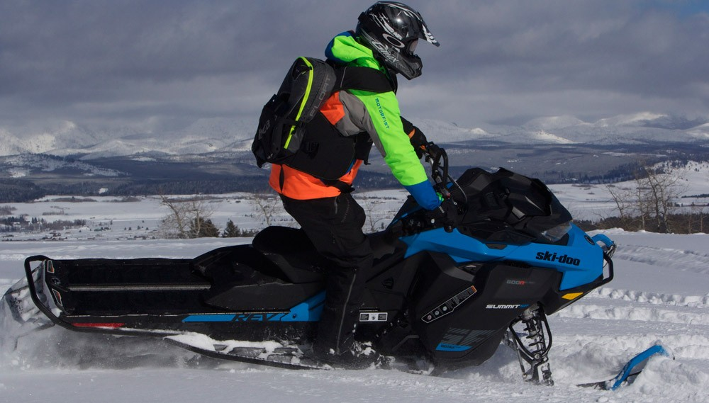 2019 Ski-Doo 600 Summit SP Action Right