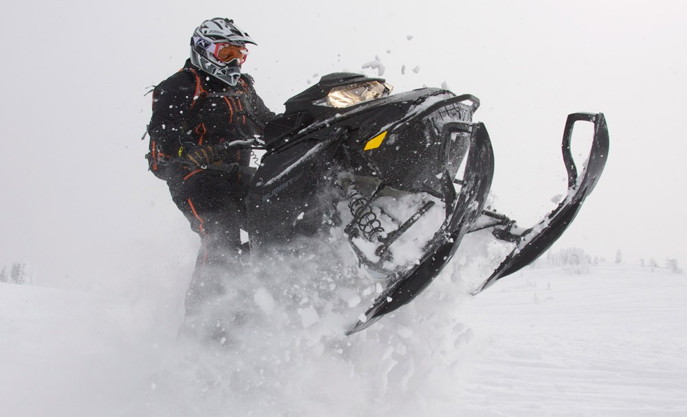 2019 Ski-Doo Summit X 175 Action