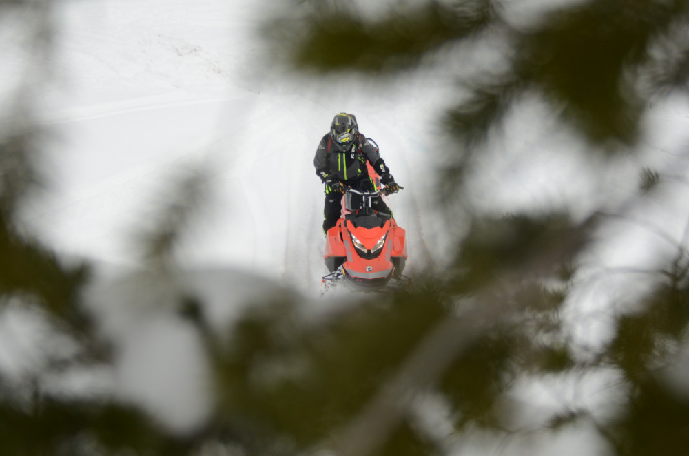 2019 Ski-Doo Summit X 165 1