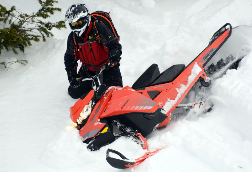 2019 Ski-Doo Summit X 165 3