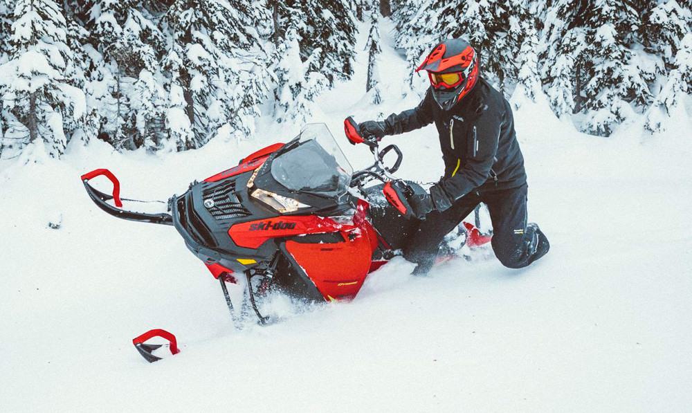 2020 Ski-Doo Expedition Xtreme Action