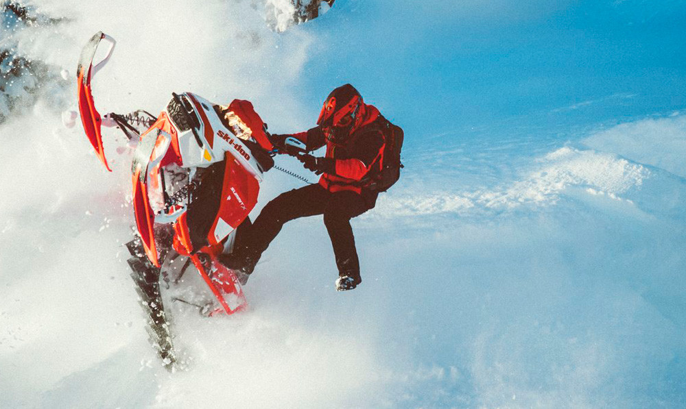 2020 Ski-Doo Summit X Expert Package Action