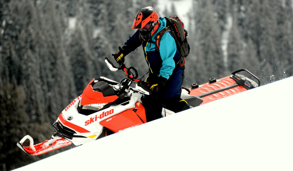 2020 Ski-Doo Summit X Expert Action 1