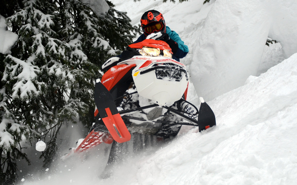 2020 Ski-Doo Summit X Expert Action 11