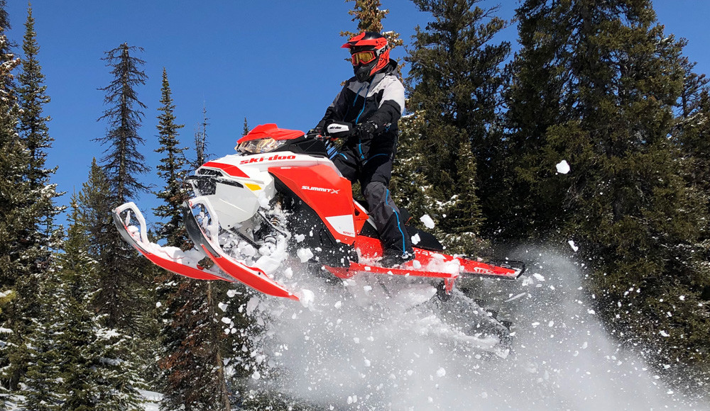 2020 Ski-Doo Summit X Expert Action 3