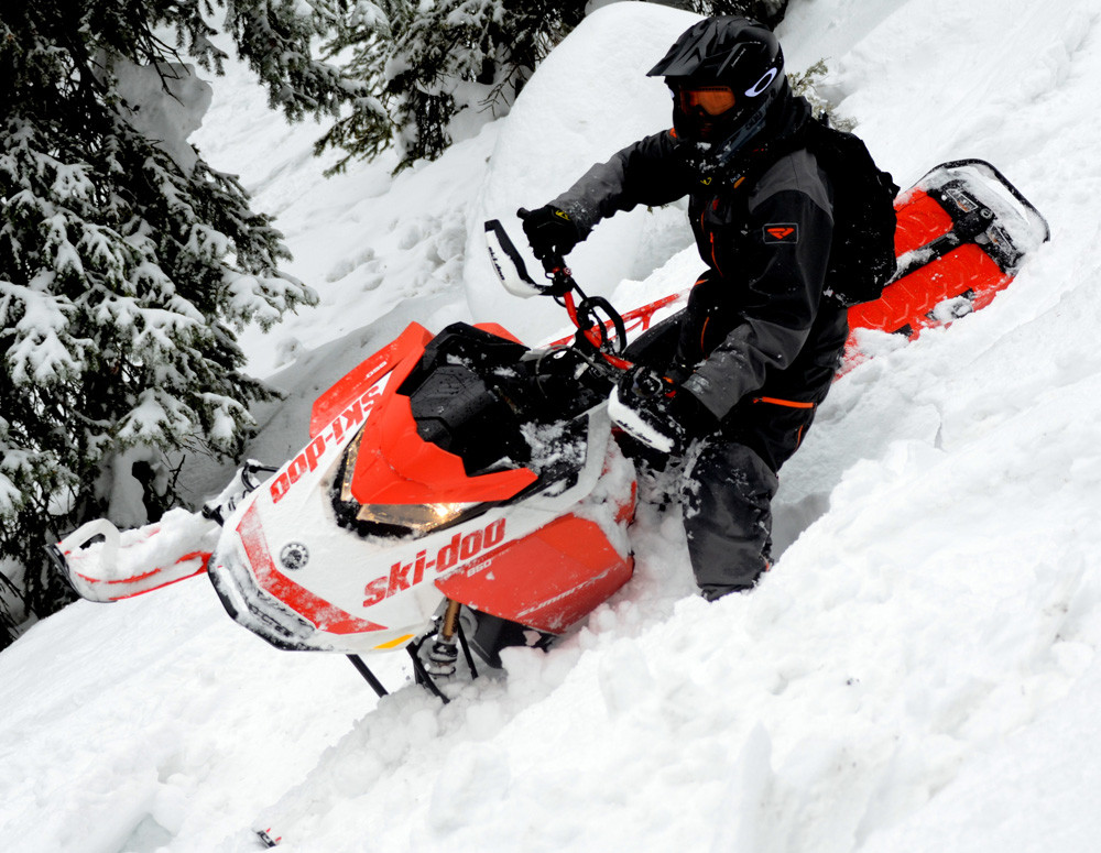 2020 Ski-Doo Summit X Expert Action 7