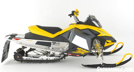 While the new sled appears similar to last year's 600, the 2009 MX Zx 600RS contains extensive upgrades in key areas.
