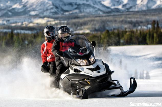 2014 Ski-Doo Expedition SE 4-Tec 1200 Action