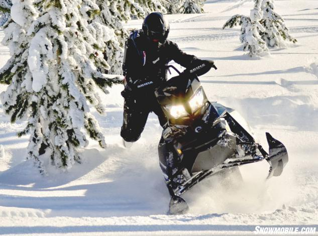Ski-Doo XM Summit X 880 Powder Front