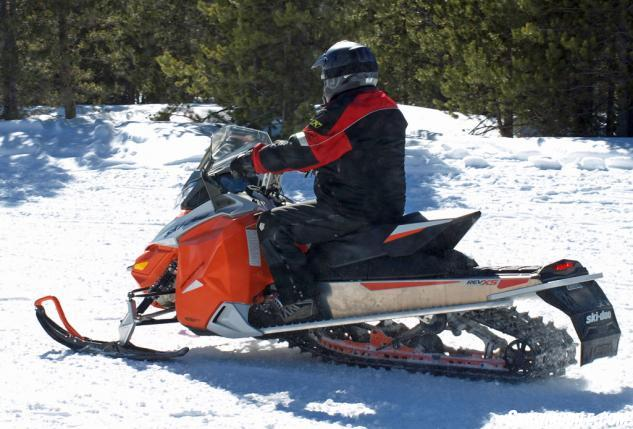2015 Ski-Doo Renegade Adrenaline 600 ETEC Action Side
