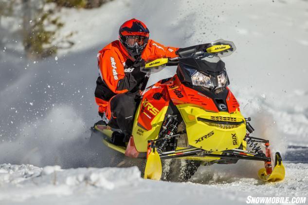 2015 Ski-Doo Renegade XRS 800 ETEC Action Cornering