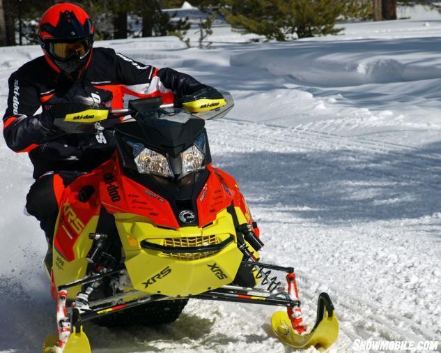 2015 Ski-Doo Renegade XRS 800 ETEC Action Cornering Tight
