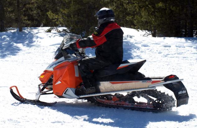 2015 Ski-Doo Renegade Sport 600 ACE Action Side
