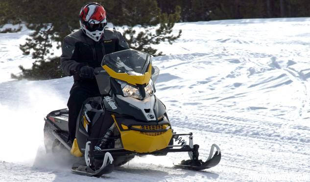 2016 Ski-Doo MXZ Blizzard 800 Action Front