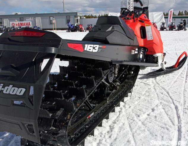 2016 Ski-Doo Summit SP T3 PowderMax II Track